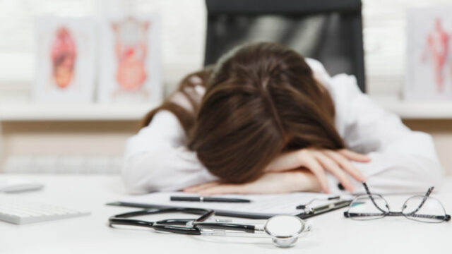 Czy położne śpią nadyżurach nocnych?
